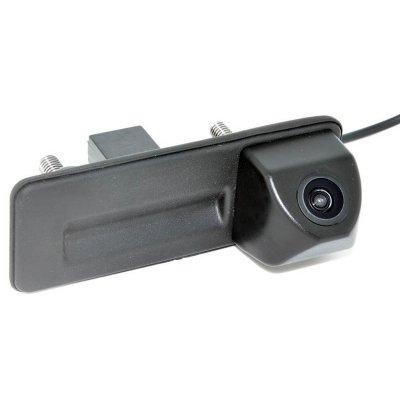 Камера заднего вида Шкода Октавия A5, A7 (Octavia) в ручке багажника