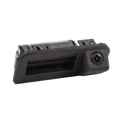 Камера заднего вида Шкода Карок в ручке багажника (2019-2021)